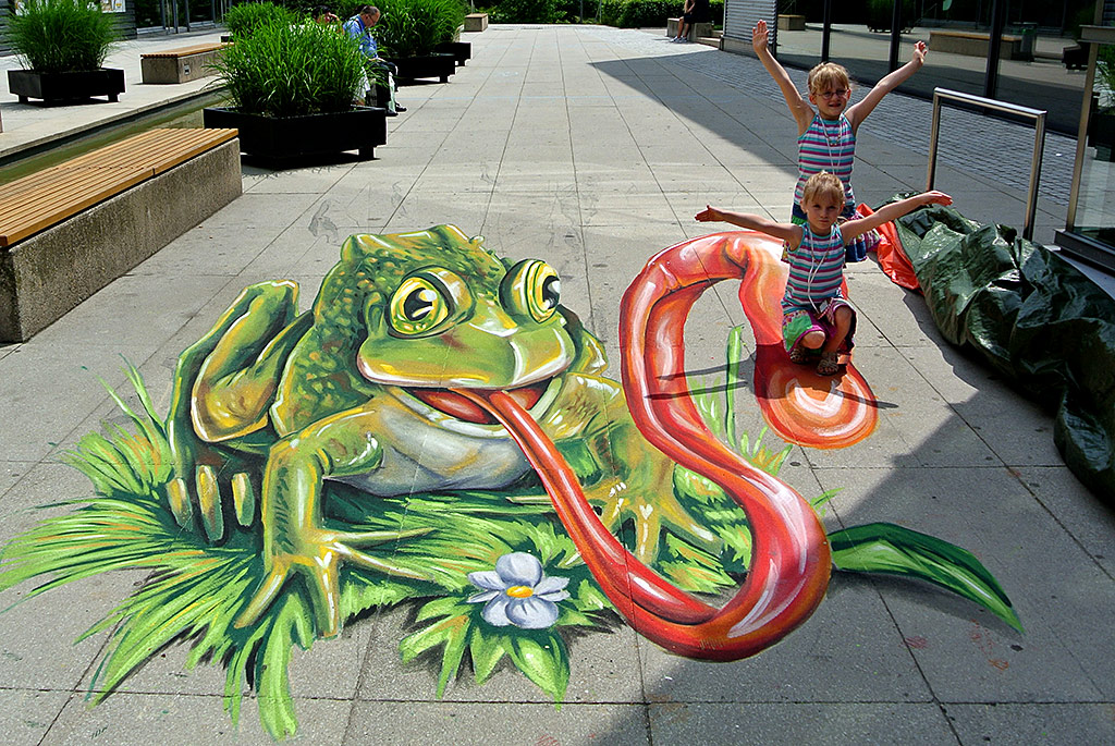 3d streetpainting eating frog 3d streetpainting 3d for 3d street painting mural art