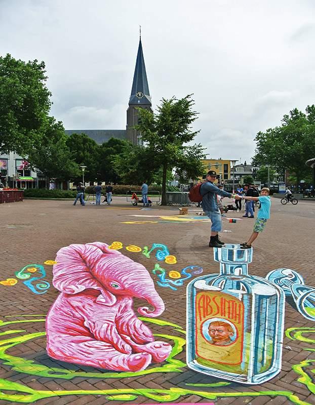 3d-streetpainting-absinth-by-remko-van-schaik-3d-worldstreetpainting-festival-arnhem-2