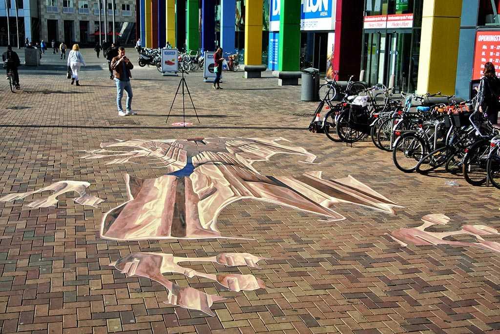 3d-streetpainting-jurassic-world-painting-2015-amsterdam-arena-remko-van-schaik-3