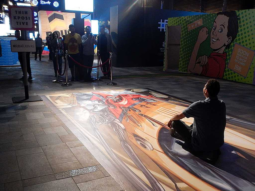 3d-streetpainting-3d-flying-car-2-remko-van-schaik-3d-streetart-festival-dubai-canvas-2016-2