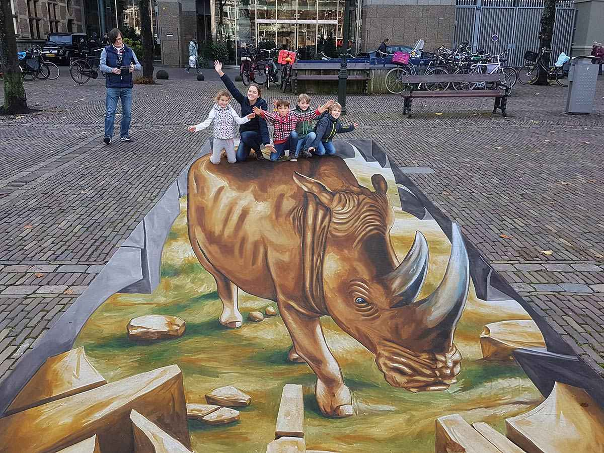 "3D Streetpainting ""3D Rhino WWF"" #STOPWILDLIFECRIME, The Hague"