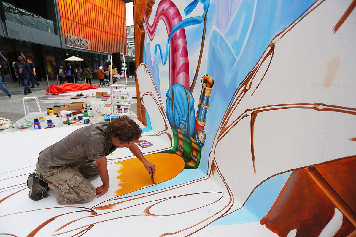 D Painting Exhibition In Dubai : D streetpainting flying dragon at dubai canvas